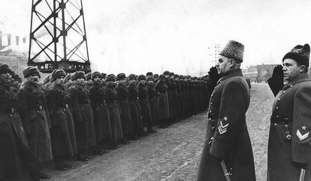 Какие советские военачальники были понижены в звании к концу войны