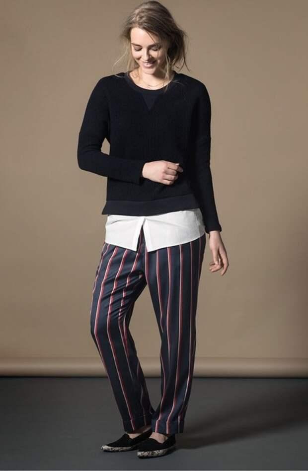 Вертикальные полоски в отличие от горизонтальных вполне могут существовать в гардеробе модницы plus size, но не стоит покупать полосатые вещи в обтяжку