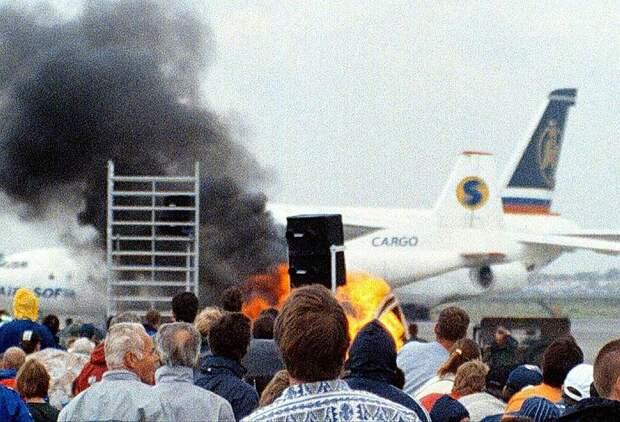 26 июля 1997 года во время международной авиационной выставки в Остенде (Бельгия) при выполнении мертвой петли потерял управление и загорелся биплан Королевских ВВС Иордании XT-300. Девять человек – пилот и восемь зрителей – погибли, 57 человек получили ранения