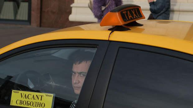 Пассажир напал с ножом на таксиста в Москве