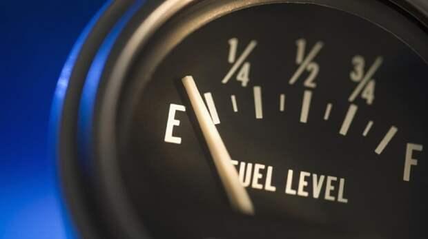 Сколько можно проехать при мигающей лампочке топлива в машине?