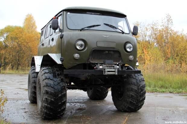 УАЗовская «Буханка» и так отличается хорошей проходимостью, но ВЕКТОР У-452 на больших колесах – это нереально крутой внедорожник. | Фото: uazbuka.ru.