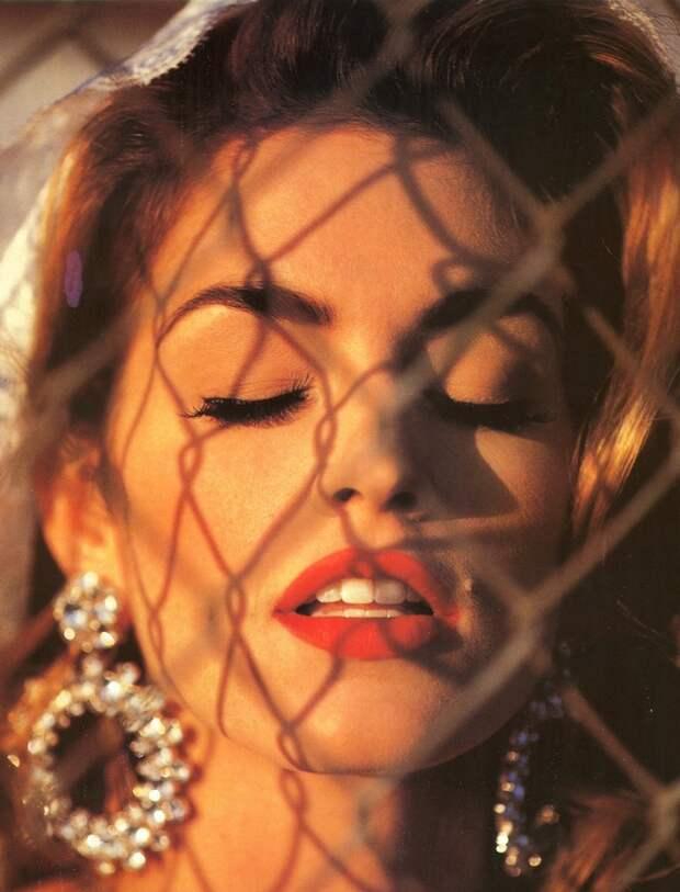 Секс-символ 90-ых Синди Кроуфорд