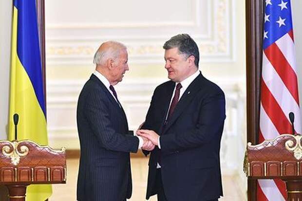На Украине опубликовали очередные записи разговоров Байдена и Порошенко