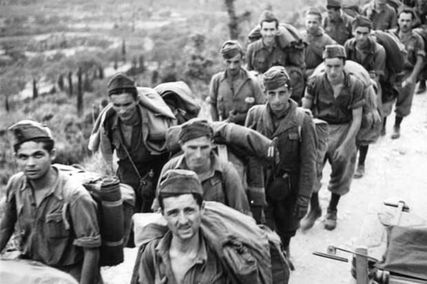 Итальянские солдаты, взятые в плен немцами на острове Керкира, сентябрь 1943 года. Фото: wikipedia.org