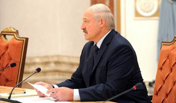 """""""Не дай бог довести до крайности"""": Лукашенко предостерегли от попытки задержаться у власти"""