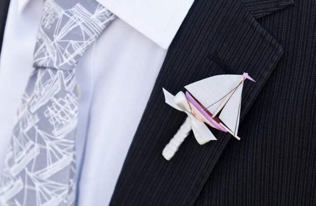 Бутоньерки и брошки оригами