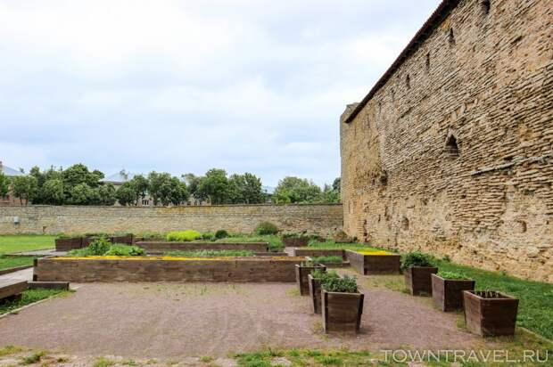 21 Шведский сад западного двора Нарвского Замка