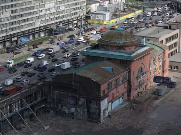 Запрет на движение грузовиков по ТТК в Москве продлят до полуночи