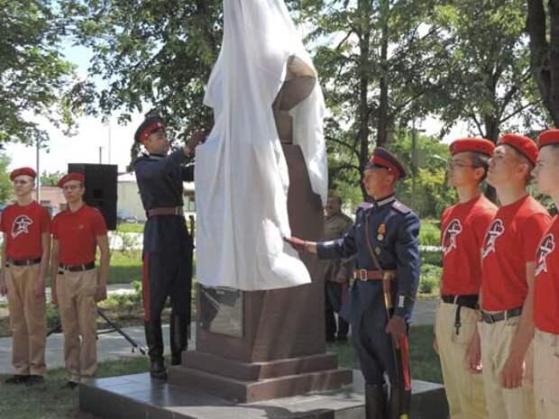 В Ростовской области открыли памятник Федору Токареву