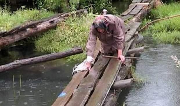 Реальная сила интернета: Ветеран ползет по ветхой переправе над рекой Оптуха ветеран, добро, интернет, переправа, сила