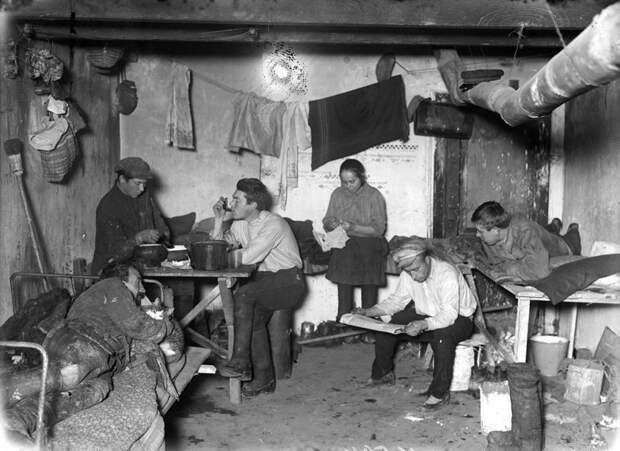 А это уже совсем не студенты, а рабочие в общежитии в Москве в 1928 году девушки, интересно, ностальгия, общежития ссср, студенчество, фото