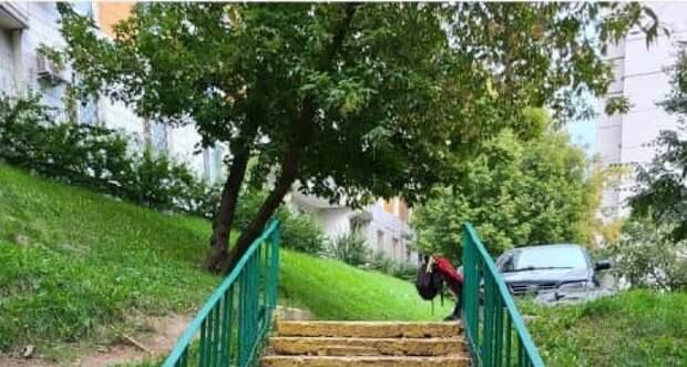 Лестницу на улице Демьяна Бедного отремонтируют по просьбе жителя