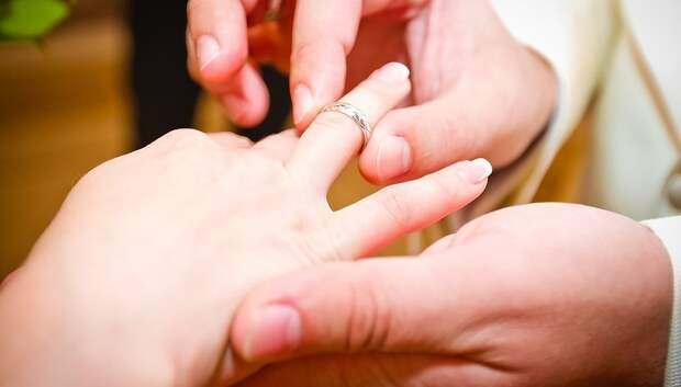 На новогодних каникулах жители области смогут зарегистрировать брак 4 января