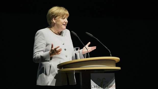 Жест Меркель в виде сложенных рук появился на плакатах компании по продаже матрасов