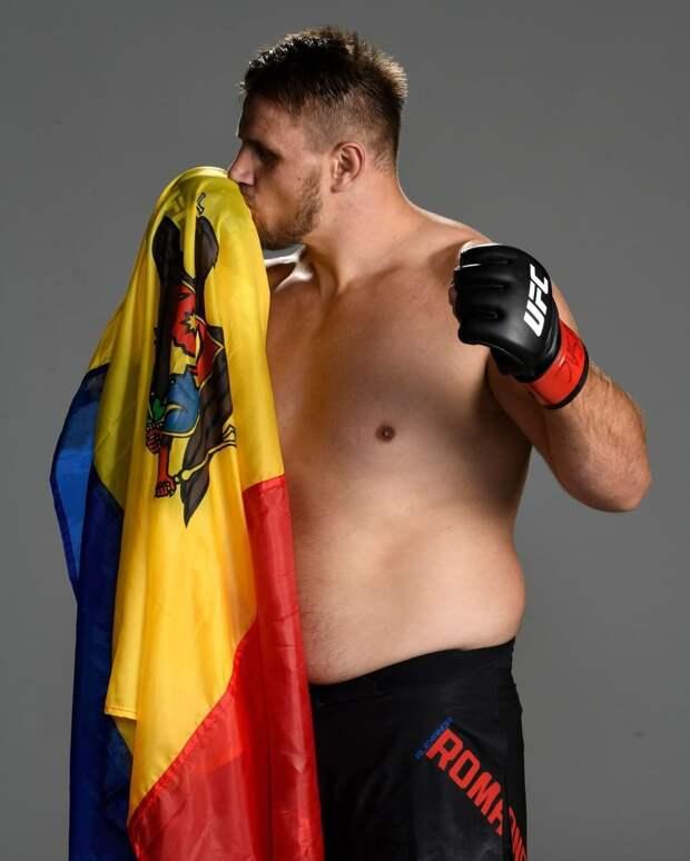 Русский тяж из Молдавии победил в UFC, пропустив удар в пах. Романов отказался продолжать бой