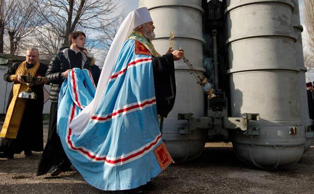 Протоиерей Смирнов объяснил необходимость освящения РПЦ ядерного оружия