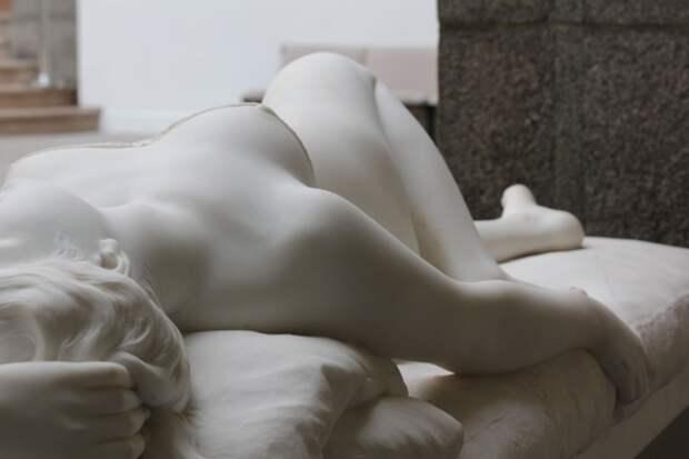 Статуя распутницы
