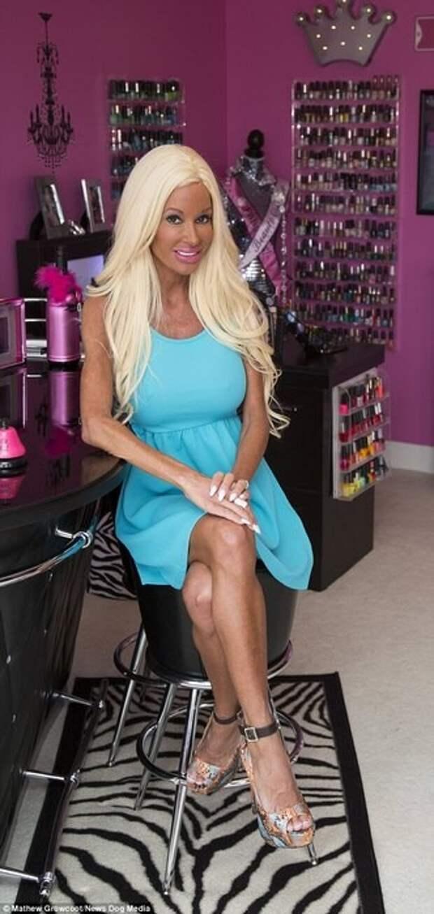 Мама пятерых детей потратила полмиллиона, чтобы стать похожей на Barbie