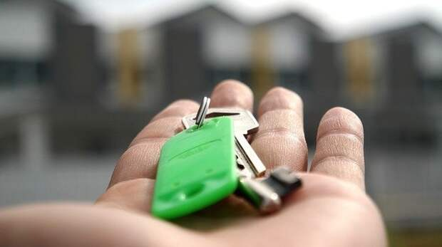 Ключи от новых квартир вручили медикам в Евпатории