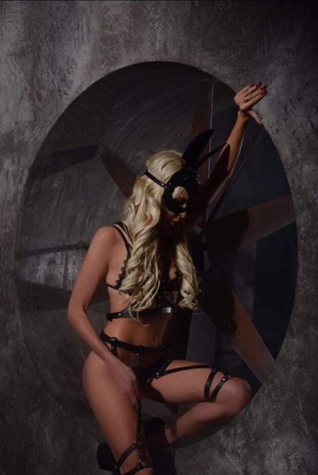 «БДСМ-зайка» оказалась сотрудницей Минобороны Украины (6 фото)