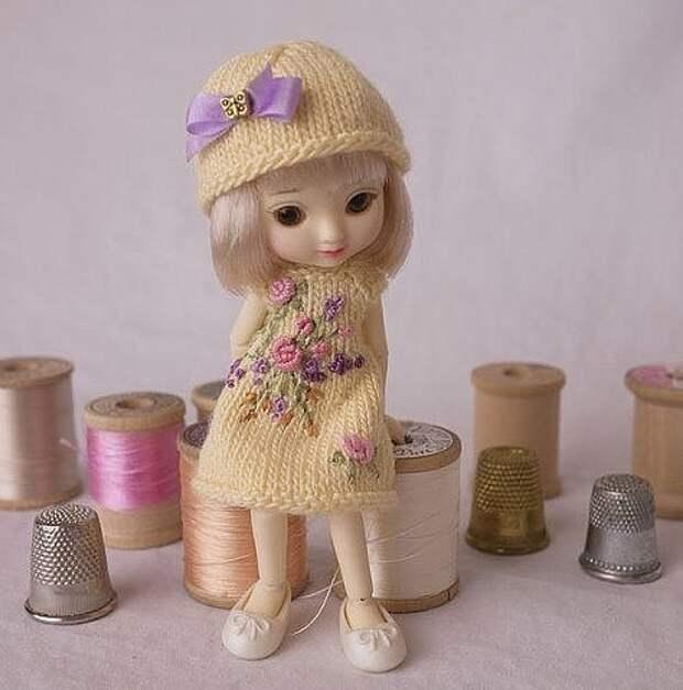 Вязаные платья для кукол! Очень красиво!
