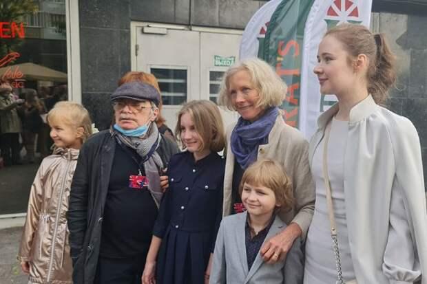С коллегами после премьеры фильма. Фото: Дни.ру