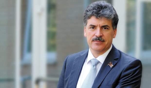 Жириновский обратился кЗюганову спросьбой оставить Грудинина впокое