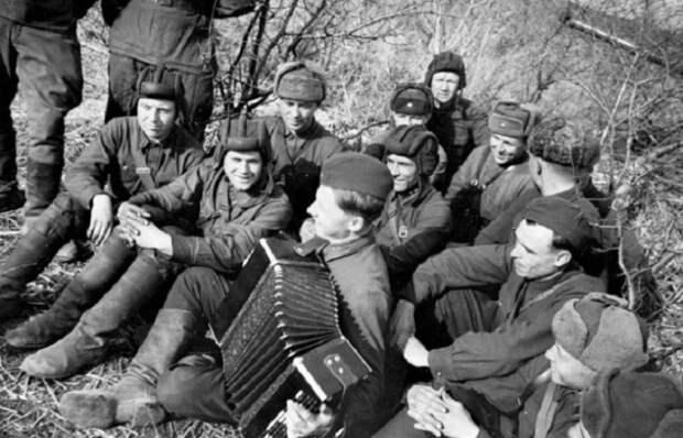 Редкие минуты затишья на фронте, 1943 год.