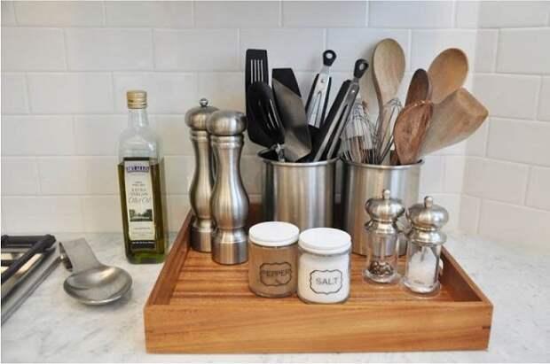 Некоторые кухонные принадлежности нужно держать в отдельных шкафчиках. / Фото: Pinterest.com