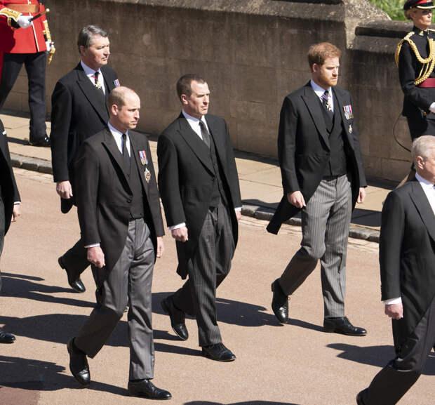 Принцы Уильям и Гарри на похоронах принца Филиппа
