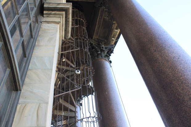 Яркое солнце и виды с колоннады Исаакиевского