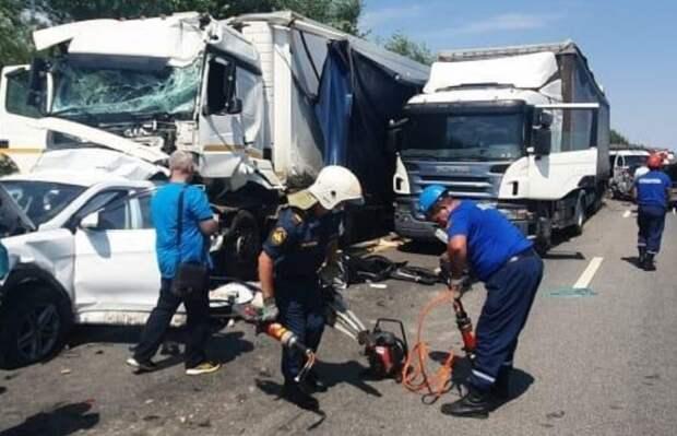 На трассе «Дон» столкнулись 9 автомобилей