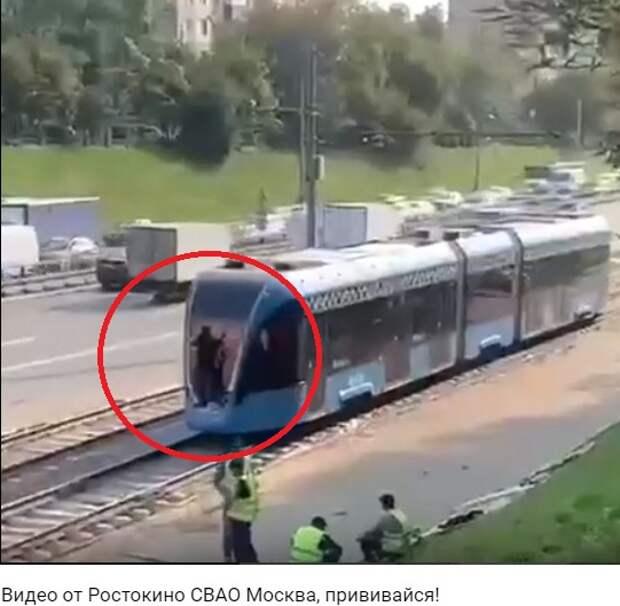 На следующем по проспекту Мира трамвае заметили зацеперов