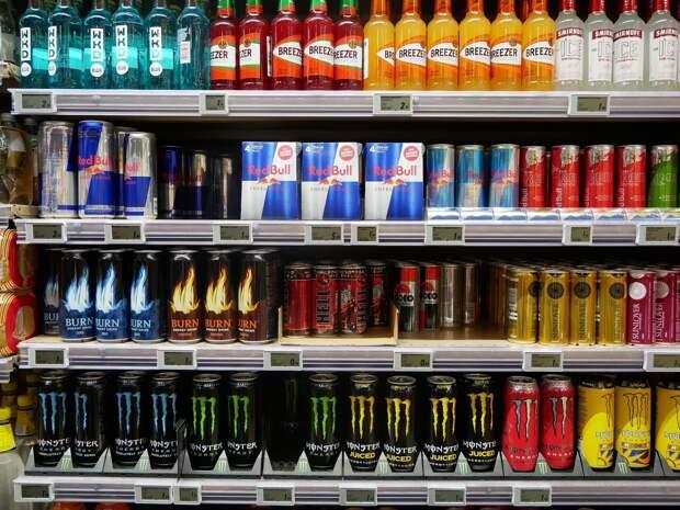 В России предложили на федеральном уровне запретить продажу энергетиков несовершеннолетним