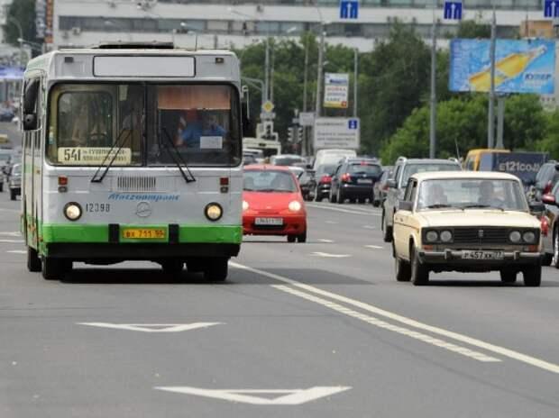 Видеорегистраторы на московских автобусах начали фиксировать нарушения на «выделенках»