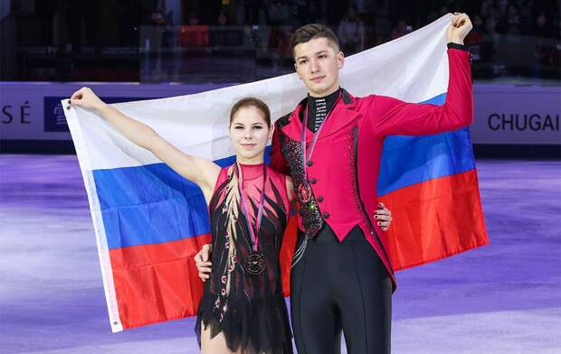 Мишина и Галлямов лидируют после короткой программы среди пар на этапе Кубка России в Казани