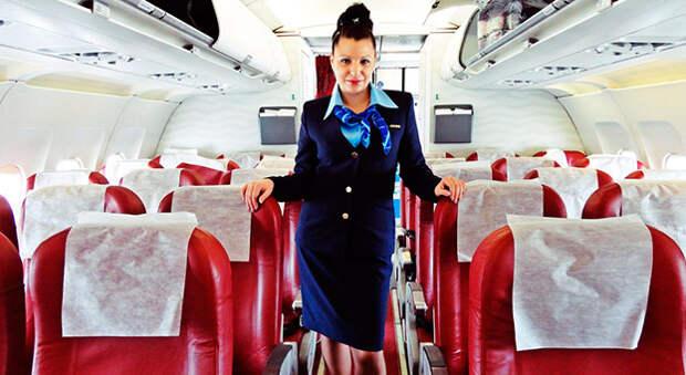 Пассажиры выбирают симпатичных и выносливых стюардесс