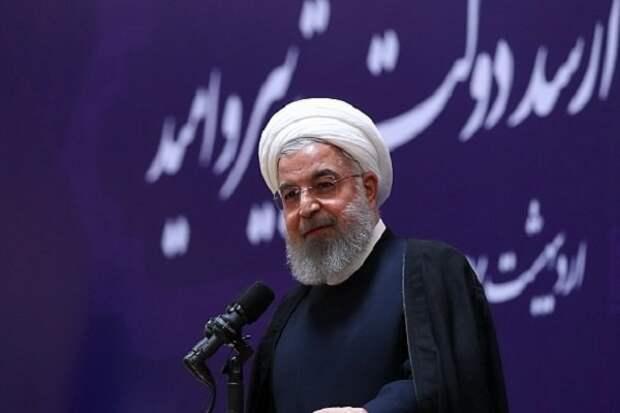 Роухани: Давление США после выхода изядерной сделки несломит иранцев