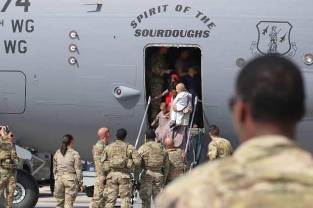 В польской прессе: Произошло немыслимое - американцы сами договорились с террористами о том, в какой день сдадут Кабул