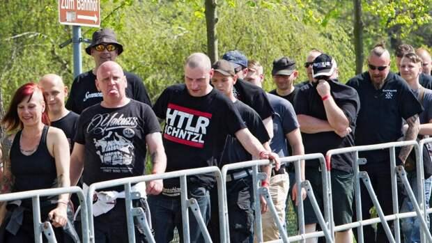 Жители немецкого Острица скупили все пиво перед фестивалем неонацистов