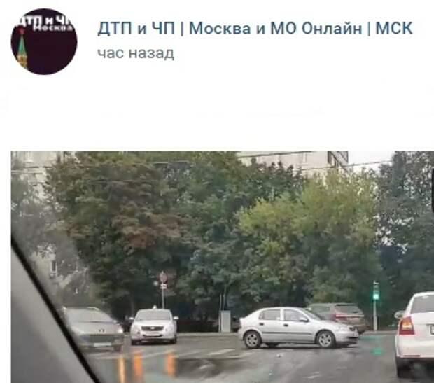 На Коровинке произошла авария с учебным автомобилем