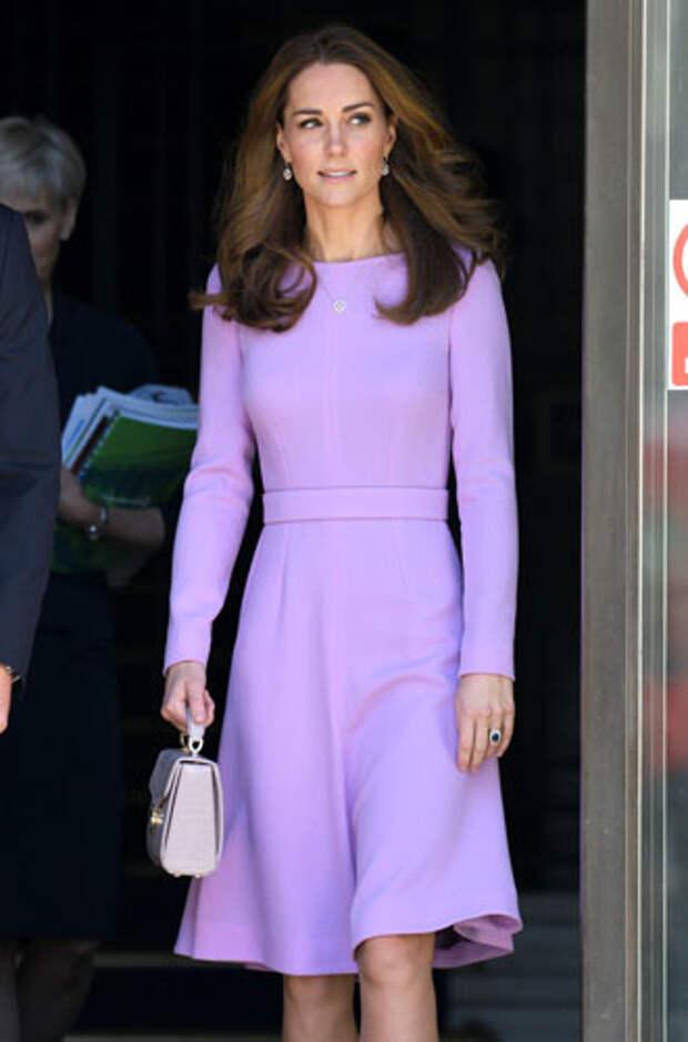 фиолетовый цвет в одежде герцогиня Кейт Миддлтон