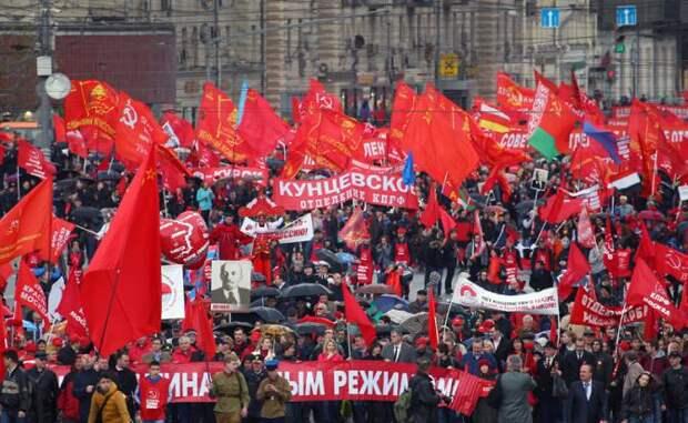 Прилепин: Красное знамя над Россией — неизбежно