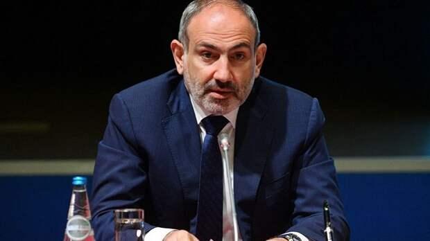 Политолог объяснил упорное желание Пашиняна уволить главу Генштаба Армении