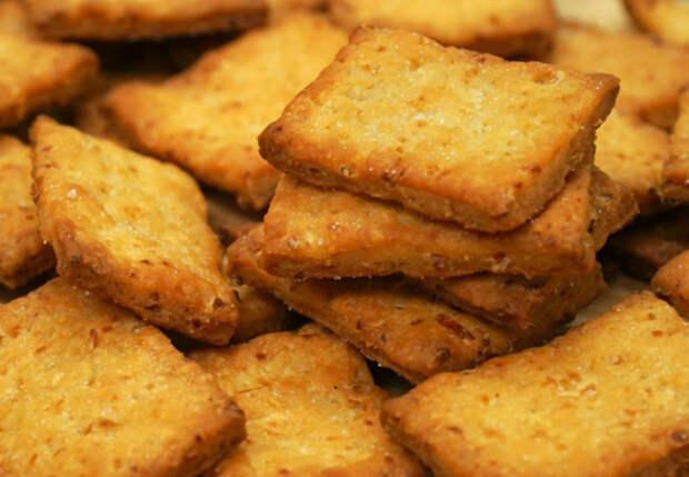 Закуска из лука и теста смешивается и жарится за минуты: чипсы больше не покупаем