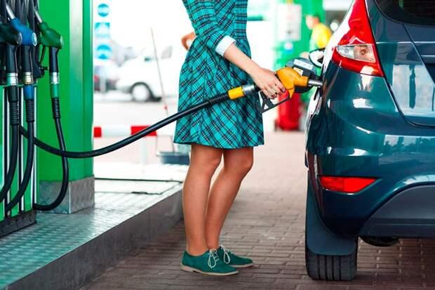 Больше чем наполовину россияне сократили траты на бензин в период пандемии