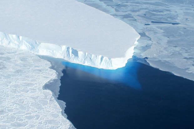 Климатологи бьют тревогу: тает огромный ледник в Антарктиде