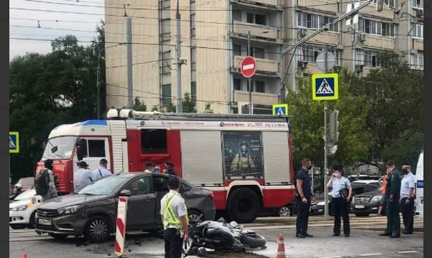 Мотоциклист госпитализирован после столкновения с машиной на Кулакова