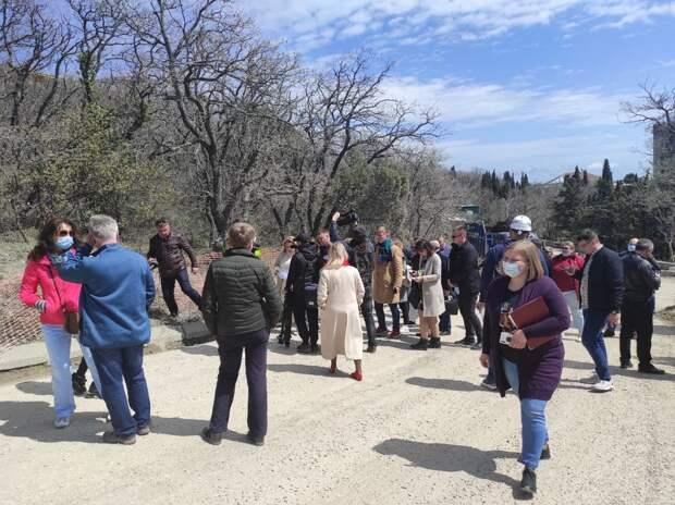 «Вы обещали порядок!»: Комиссия Совета министров РК недовольна работами застройщика в Форосском парке